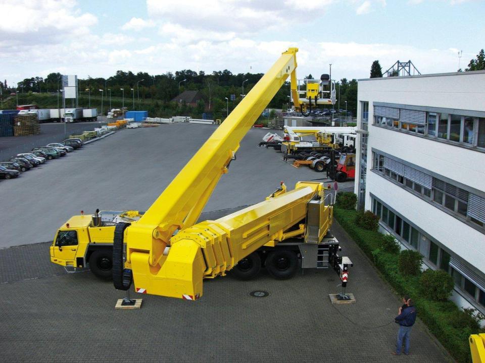MEGA BOOM - 328 ft Articulating Boom Truck